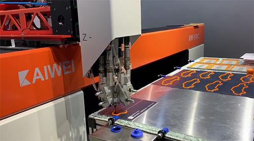 全自动发泡点胶机解决空气过滤器密封问题